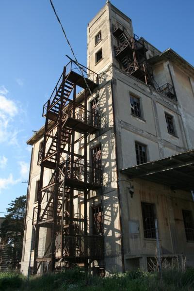 Le scale in totale abbandono