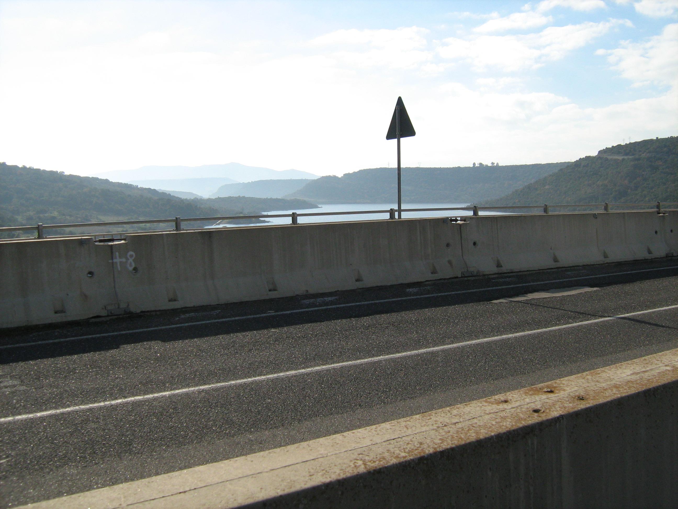 Dicembre 2007 - La strada sul lago