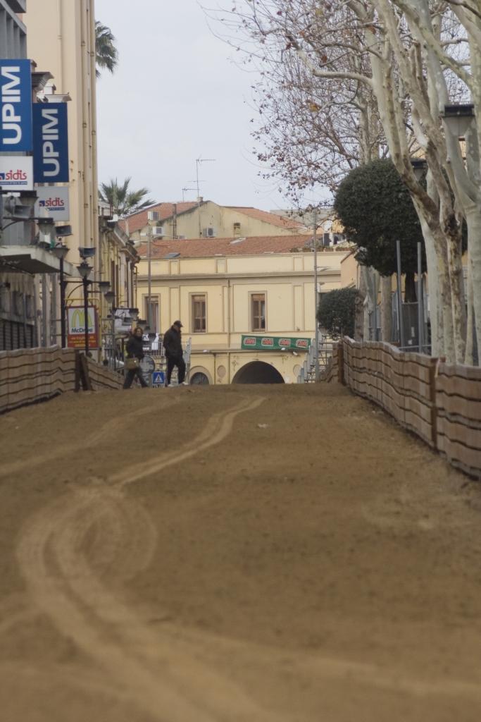 "La via Mazzini, con la vista de ""Su Brocci"""