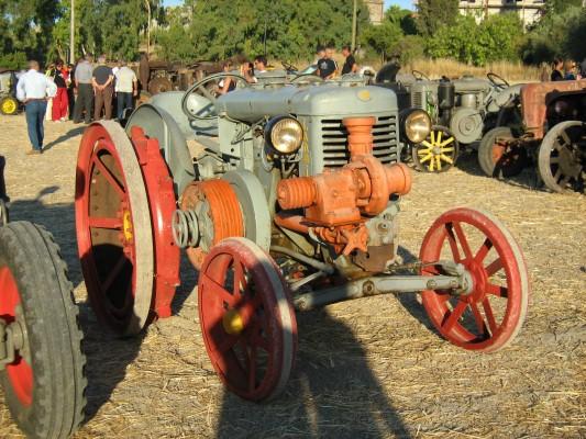 IMG_1922 - Vecchio trattore (Custom)