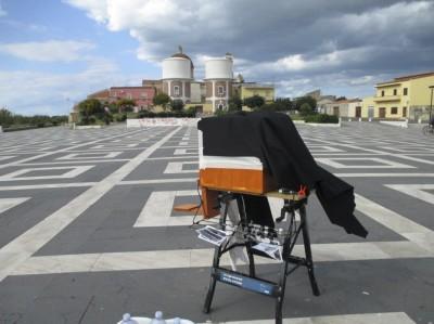 Foto della fotocamera nella piazza antistante lo stagno di Cabras (OR)