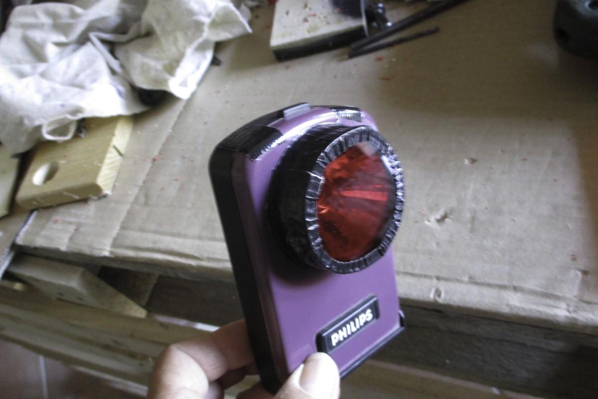 Camere Oscure Bologna : Luce di sicurezza rossa per camera oscura fotografismo©